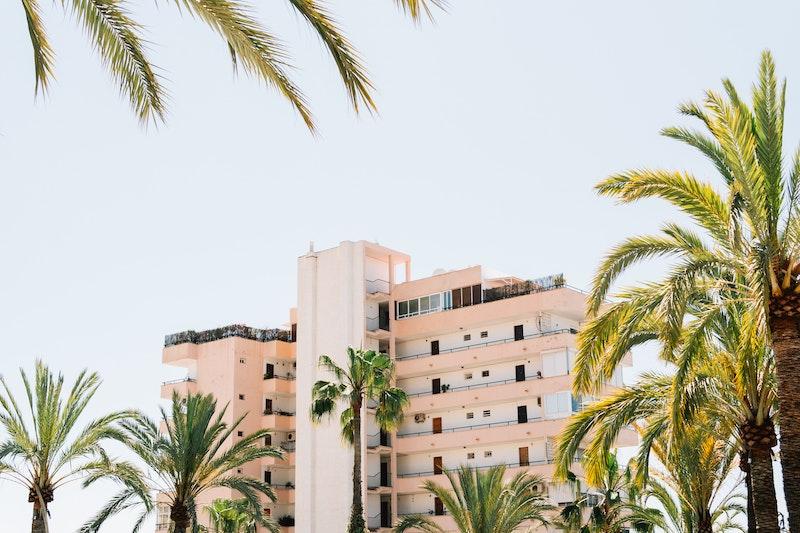 εικόνα από κτήριο ξενοδοχείου